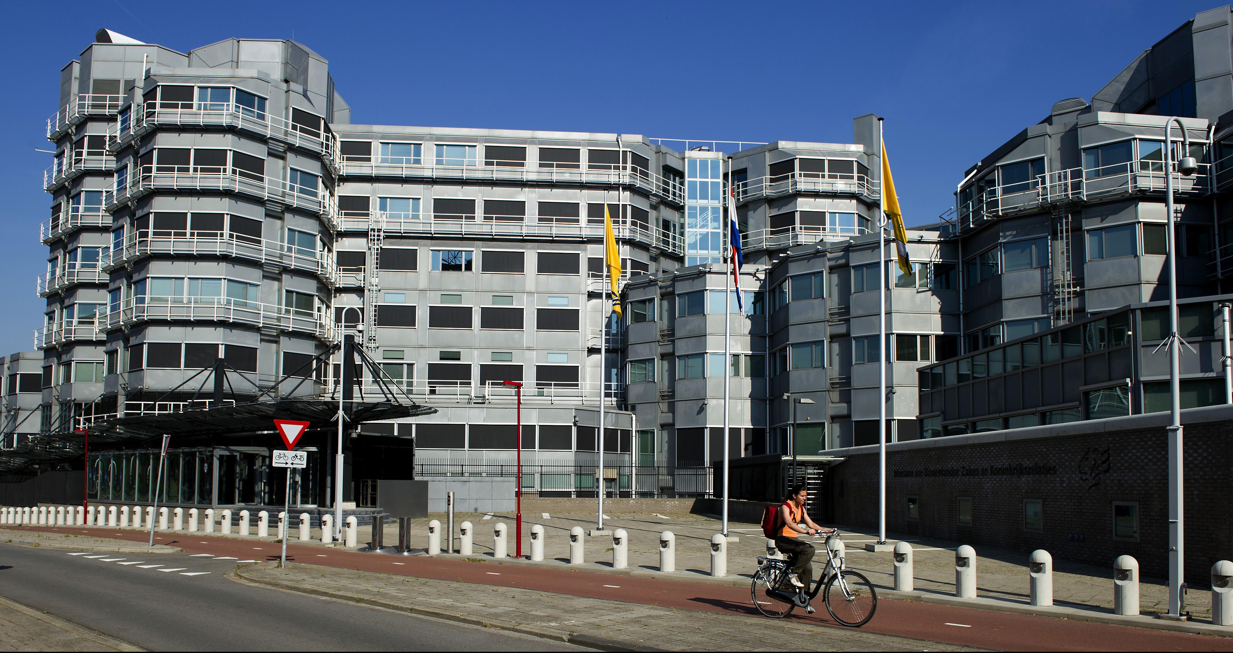 2010-06-28 08:20:36 ZOETERMEER - Exterieur van de Algemene Inlichtingen- en Veiligheidsdienst (AIVD) in Zoetermeer. ANP XTRA LEX VAN LIESHOUT